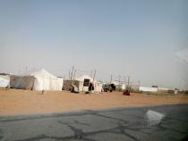 Tenten langs de kant van de weg, nabij ons toekomstige labour camp?