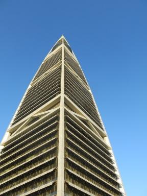 Wat een contrast met oud, Faisaliah Tower, met een excellent restaurant in the Globe, ga ik nog wel een keer heen.